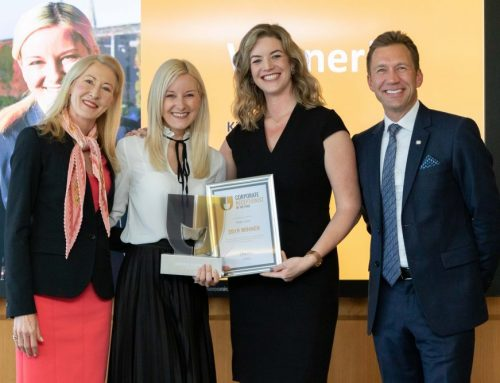 Paula Rogers FIH presents Corporate Receptionist of the Year